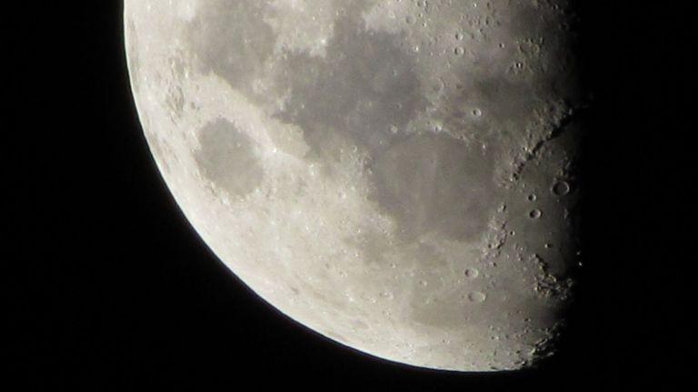 Homem gigantesco é visto na lua!