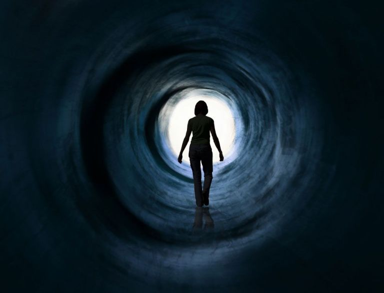 Quanto tempo a consciência permanece existindo depois da morte?