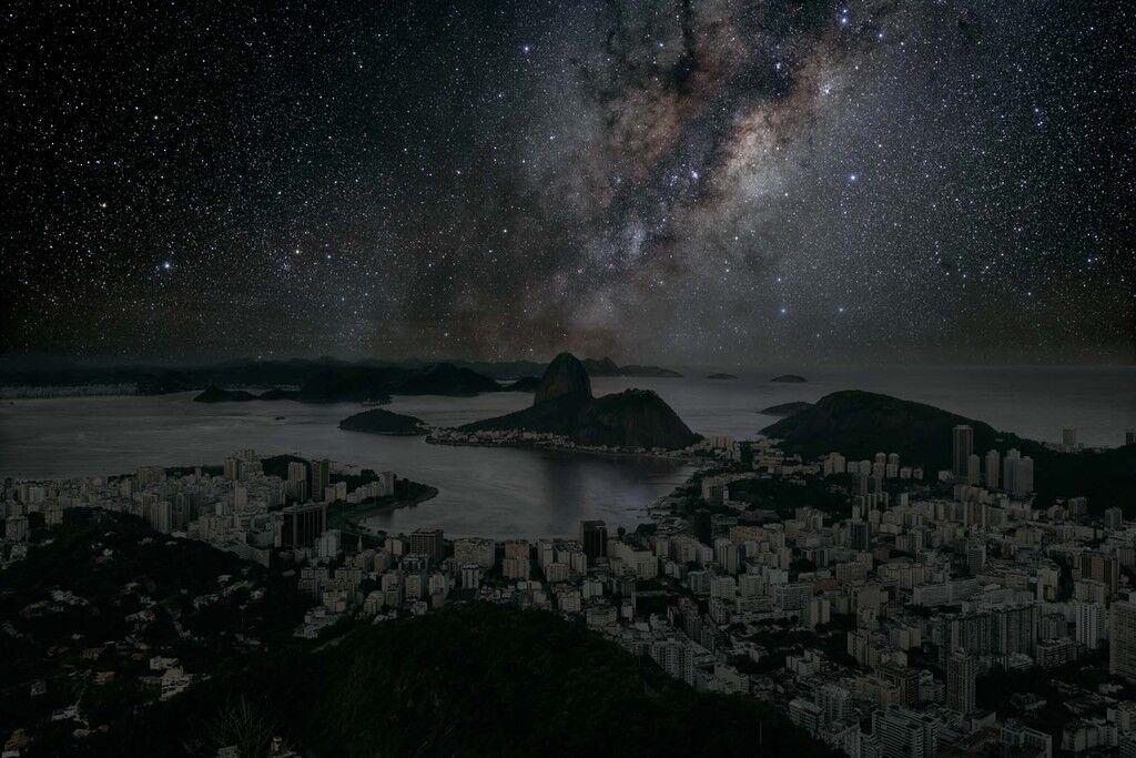 Como seria o céu noturno das grandes cidades sem luzes e sem poluição?