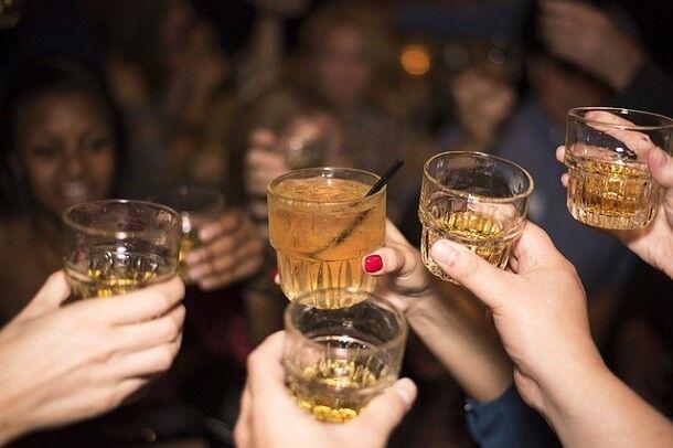 Os 5 melhores jogos com bebidas para se fazer em festas