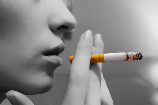 Lady-Smoking-blackwhite