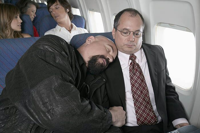 15 coisas que todo mundo pensa enquanto viaja de avião