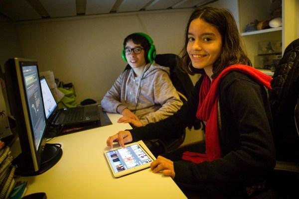NFS Nuno Ferreira Santos - 27 Marco 2015 - Andre + e Mafalda + para a reportagem sobre cyberkids , jovens que nasceram ligados a net
