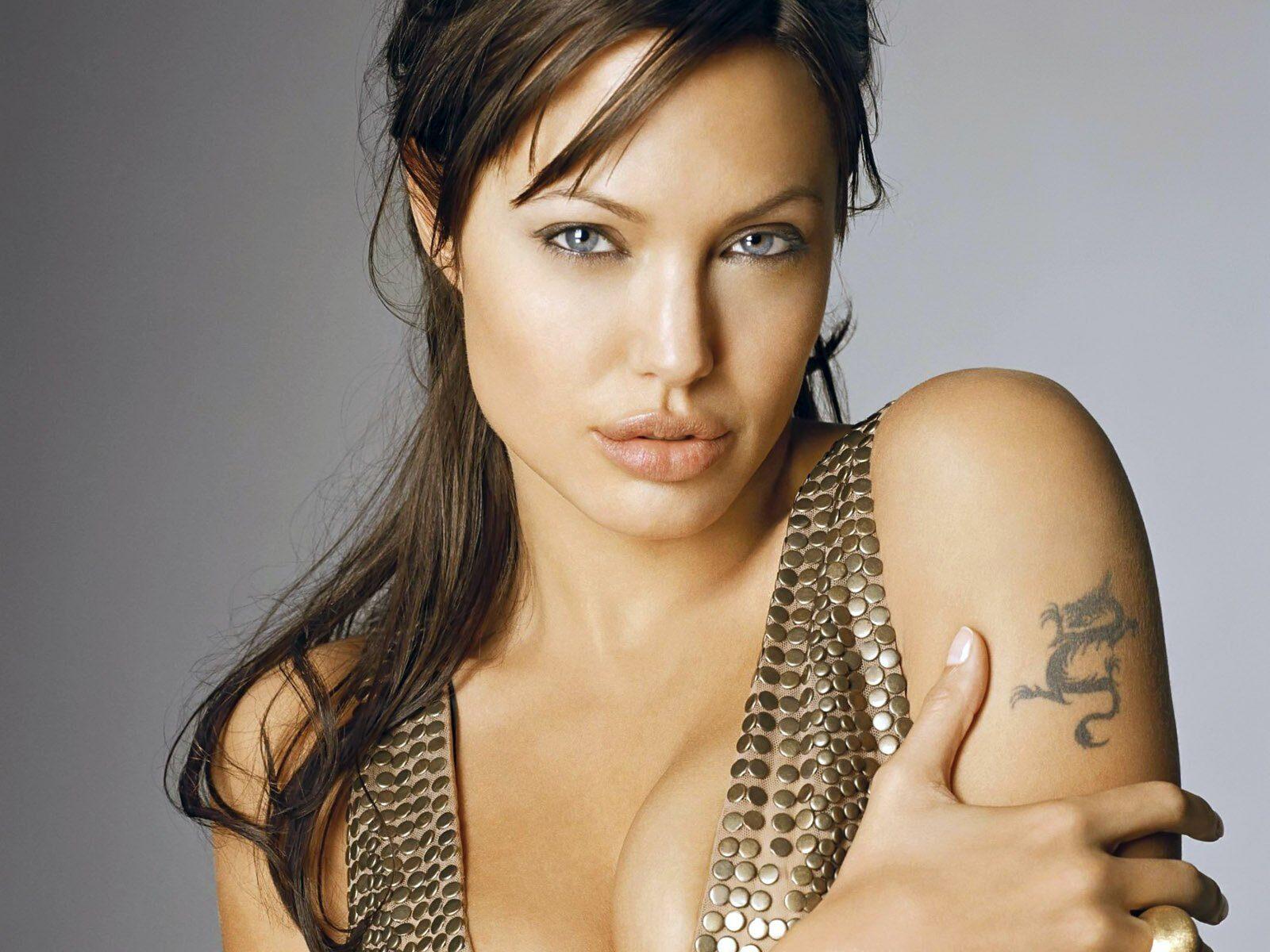 10 celebridades que possuem tatuagens que você não sabia