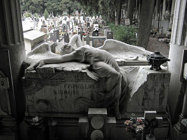 10 símbolos misteriosos que você pode encontrar em qualquer cemitério e o que eles realmente significam