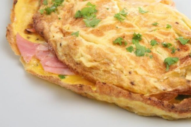 img_como_fazer_uma_omelete_de_presunto_e_queijo_17103_orig