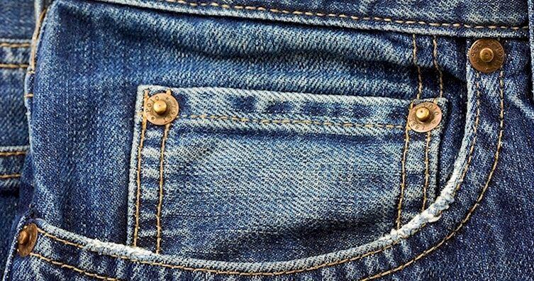 Para que serve aqueles botões das calças jeans?