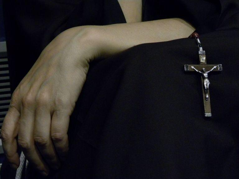 7 realidades ocultas que você nunca imaginou sobre ser padre e freira