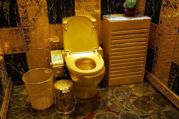 GTY_gold_toilet_hong_kong_sk_140217_3x2_1600