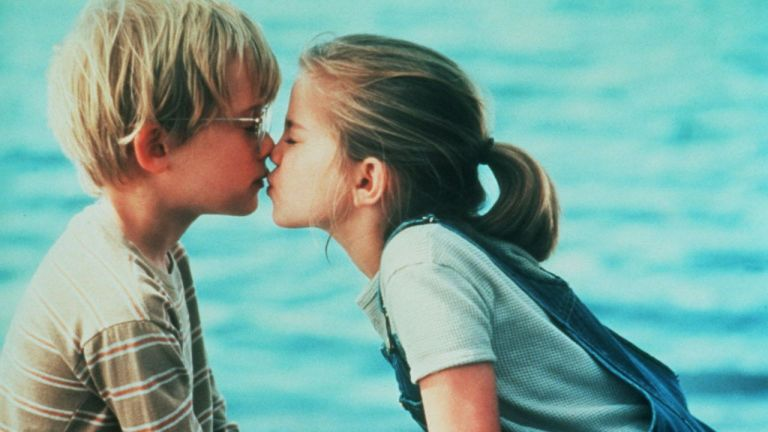 7 sinais de que o seu relacionamento é igual namoro de criança