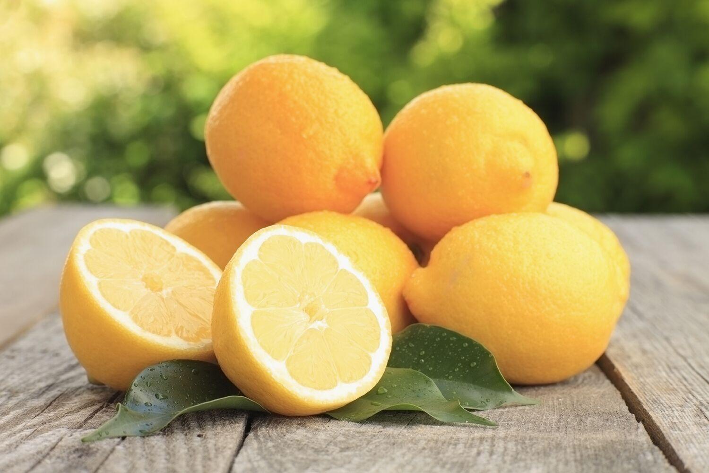 O que acontece se você colocar limão debaixo do braço?