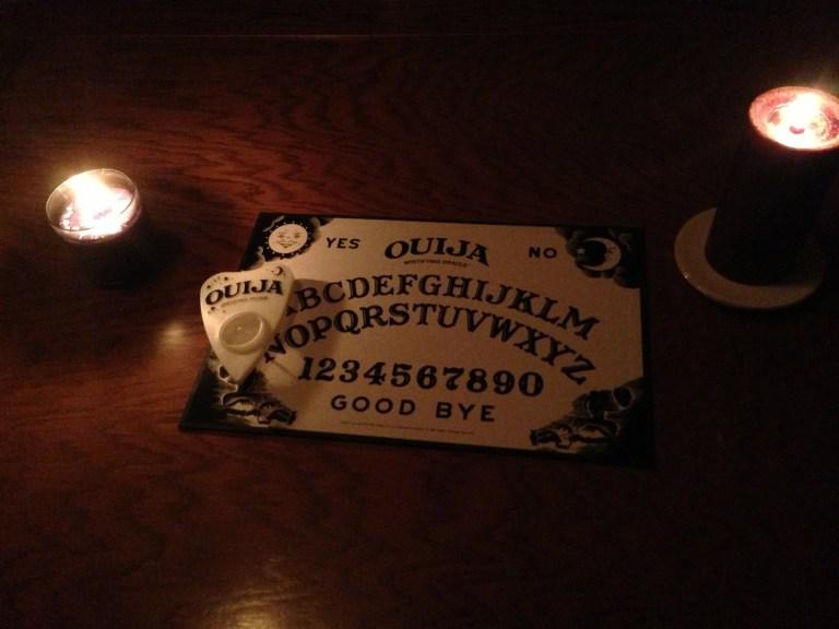Relatos de pessoas que decidiram brincar com o Tabuleiro Ouija