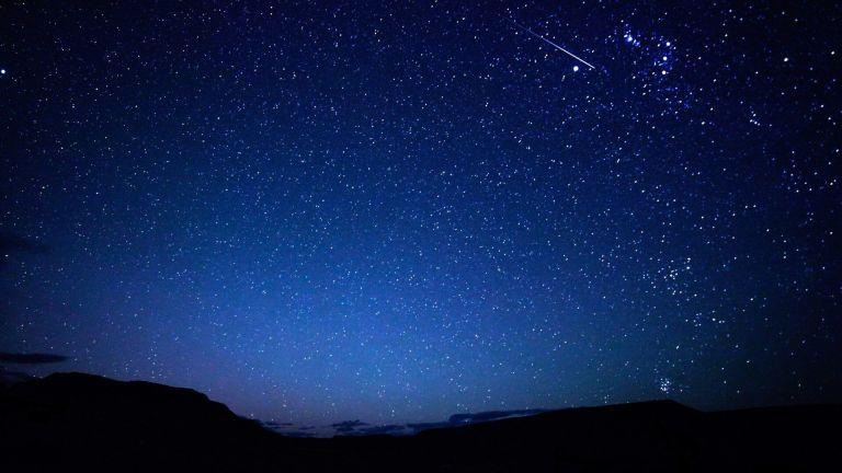 O que são os pontos mais brilhantes que identificamos no céu durante as noites?