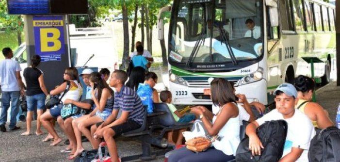 Aratu-Online-Brasil-PÁSCOA-240-mil-pessoas-devem-deixar-Salvador-e-feriado-terá-ônibus-extras-sete-ferries-e-operações-nas-estradas-840x400