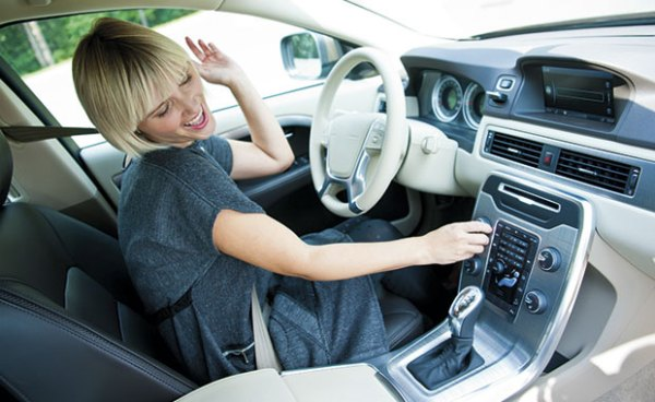 woman-listening-to-the-radio-in-her-car