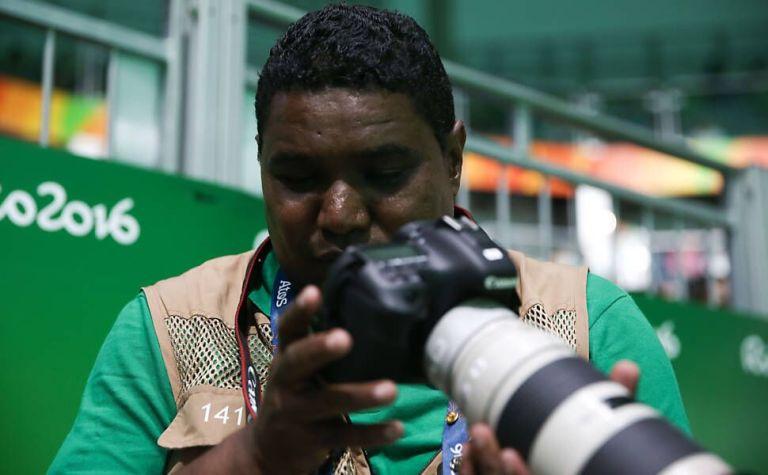 Fotógrafo cego surpreende a internet com imagens incríveis que fez na Paralimpíadas