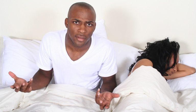 10 coisas que as mulheres fazem na cama e os homens odeiam
