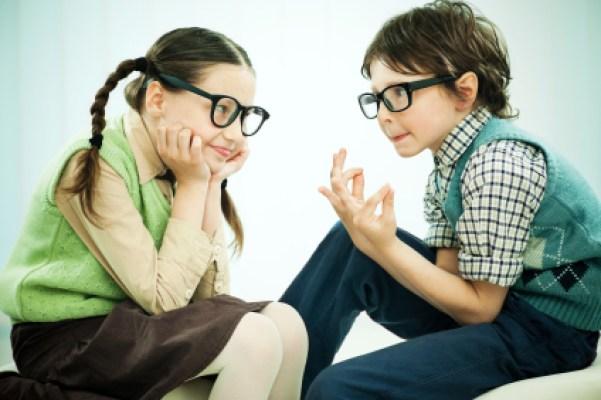 A girl and a boy wearing big black glasses are talking.  [url=https://www.istockphoto.com/search/lightbox/9786682][img]https://dl.dropbox.com/u/40117171/children5.jpg[/img][/url]