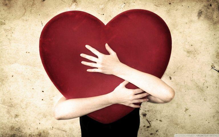 8 sinais de que você está se apaixonando por ela