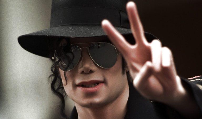 Como seria Michael Jackson se ele não tivesse feito nenhuma cirurgia plástica?