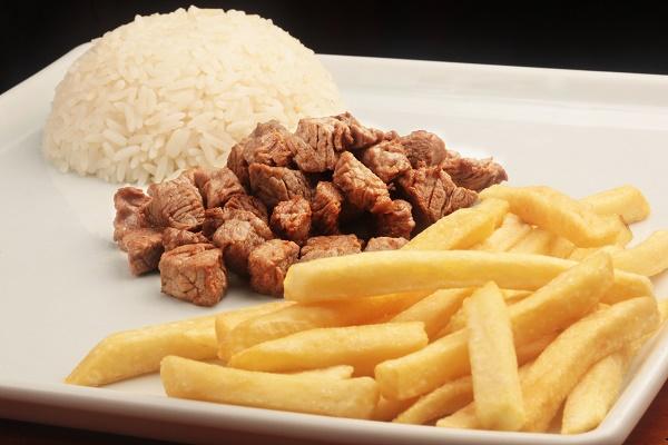 Galli-Grillet_Prato-Infantil_picadinho-de-carne-com-arroz-e-batata-frita