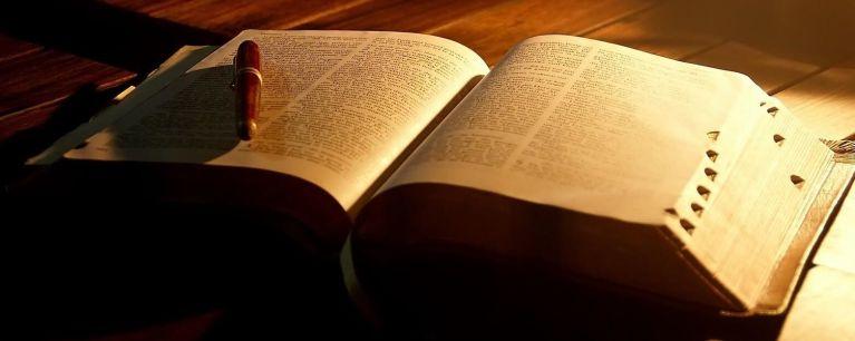 3 teorias científicas sobre o que é Deus e o que isso faz com nossas mentes