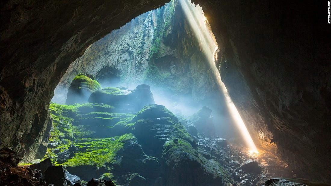 Dentro dessa caverna existe um mundo, com praia e vegetação