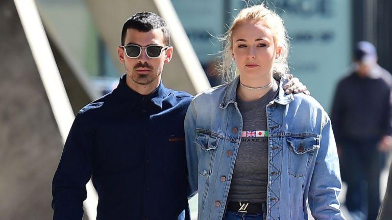 Sophie Turner revelou que costumava se torturar antes de seu relacionamento com Joe Jonas