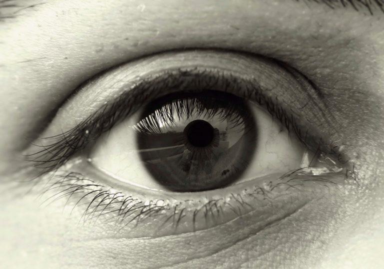 Essa uma é mulher cega mas tem a capacidade de enxergar o mundo, entenda