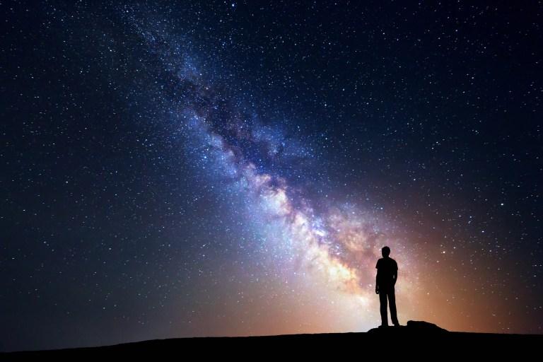 O que é essa 'linha' saindo do enorme buraco negro no meio da nossa galáxia?