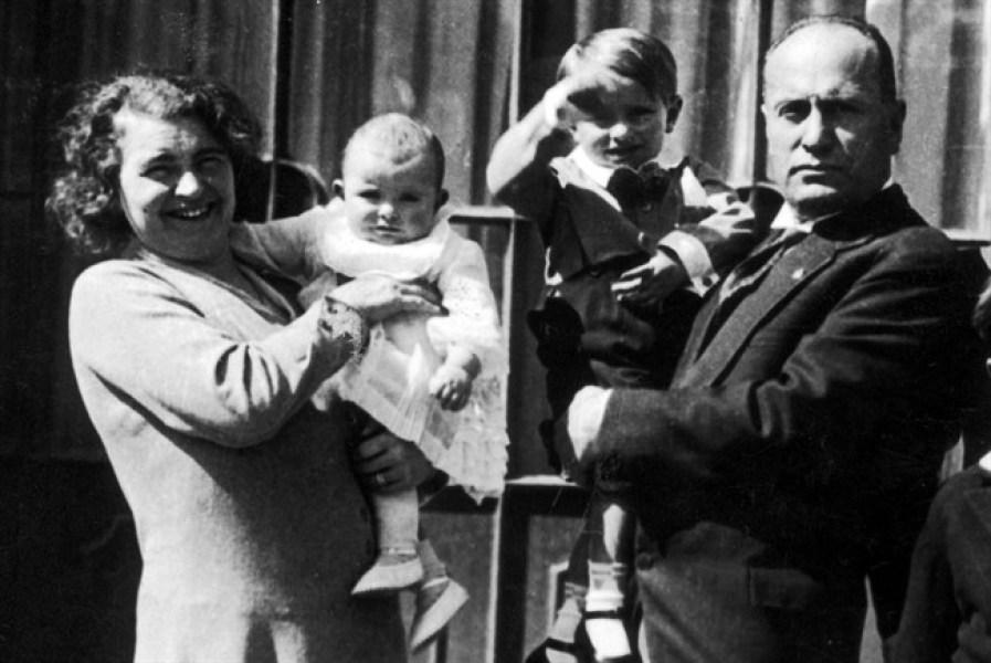 Benito Mussolini Con Rachele Guidi 650x435, Fatos Desconhecidos