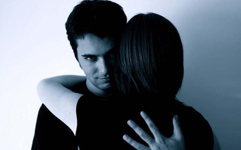7 coisas que os homens fazem para tentar te manipular