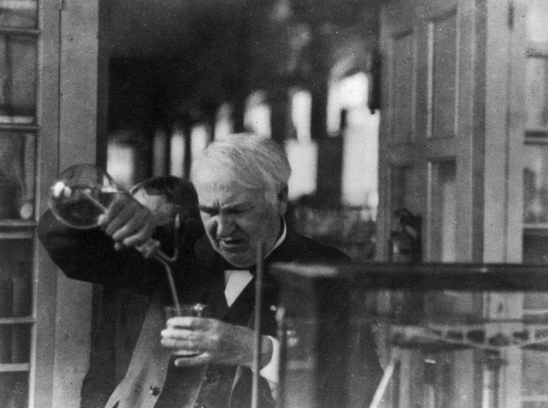 Thomas Edison planejou criar um telefone que falaria com espíritos