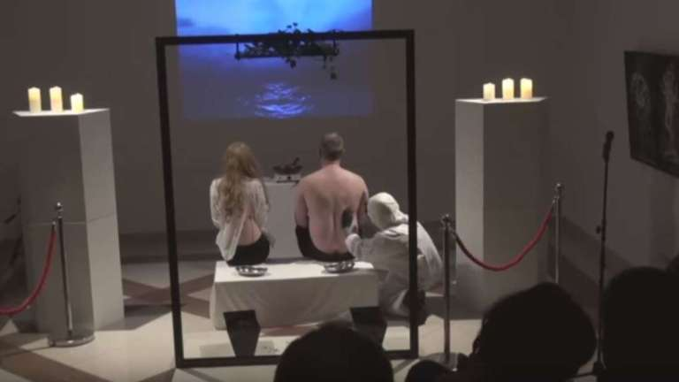 Artista faz performance envolvendo canibalismo e choca o mundo [Vídeo]