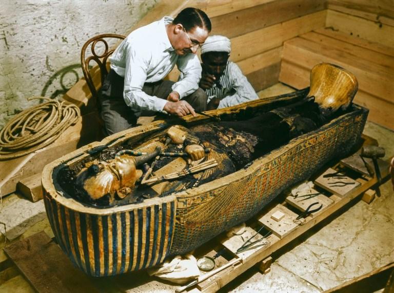 6 registros totalmente surreais da abertura da tumba de Tutancâmon