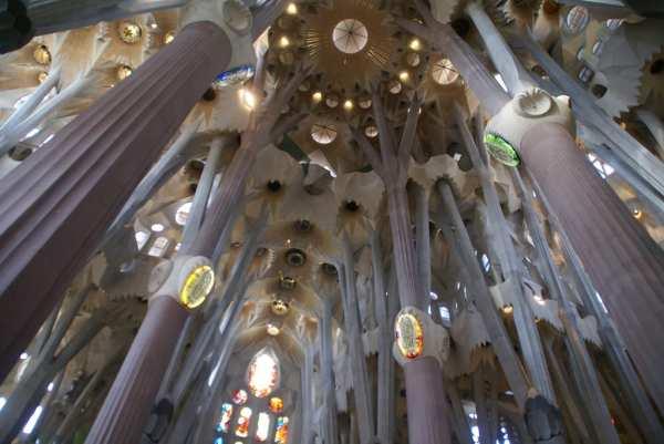 20142UNILAD Imageoptim Trypophobia La Sagrada Familia 600x401, Fatos Desconhecidos