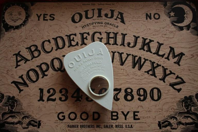 7 terríveis crimes que têm conexão com tabuleiros de Ouija