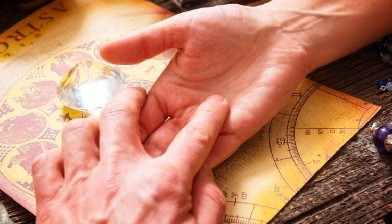 As linhas da sua mão podem dizer muito sobre sua personalidade