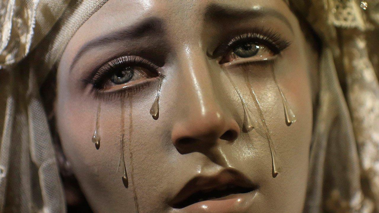 7 imagens de santas que choram ao redor do mundo