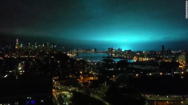 O que deixou o céu de Nova York completamente azul?