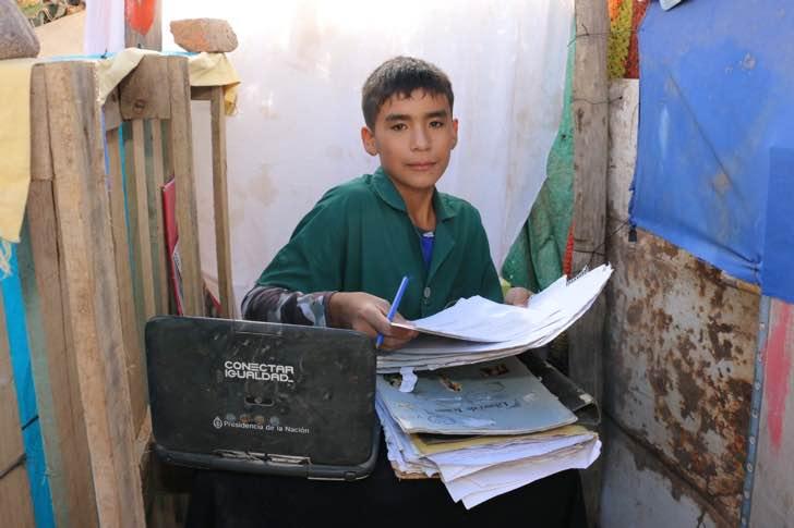 Esse garoto de 12 anos está usando o quintal da sua casa para dar aulas de graça