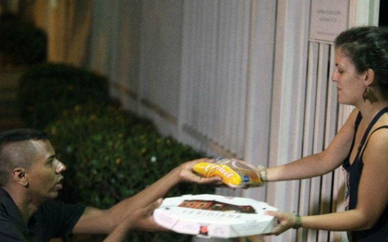 Conheça o delivery que busca comida na sua casa e oferece para pessoas necessitadas