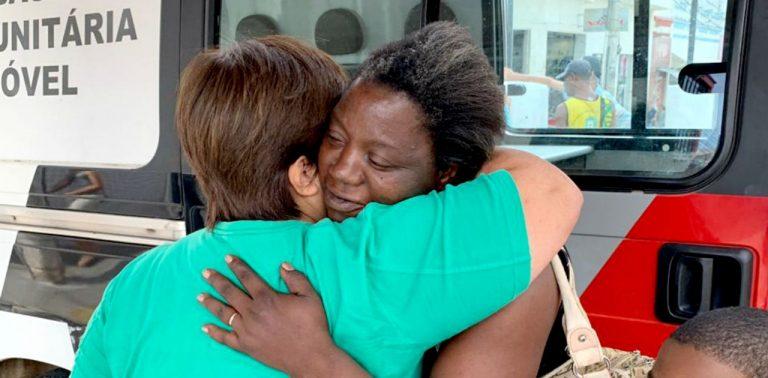 Mãe de 7 filhos tem vida mudada após encontrar 500 reais e devolver para dona