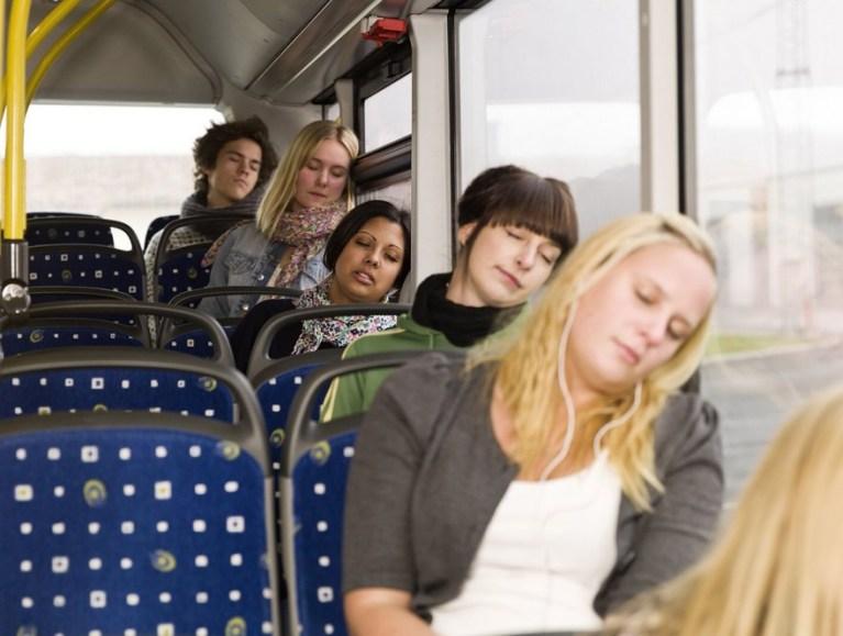 Por que quando dormimos no ônibus quase sempre sabemos de acordar?