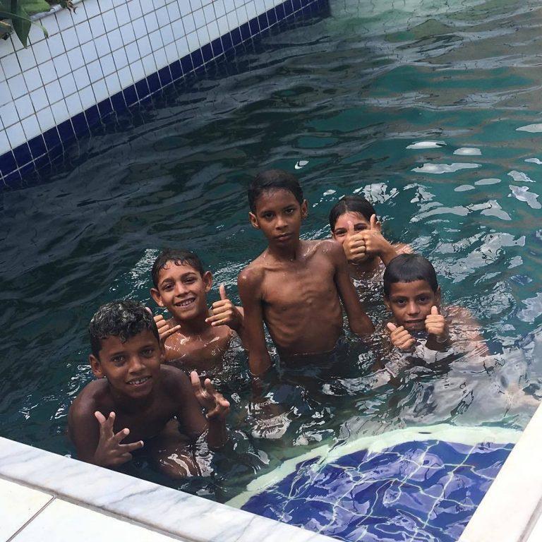 """História emocionante de como 5 crianças pobres """"salvaram"""" uma advogada"""