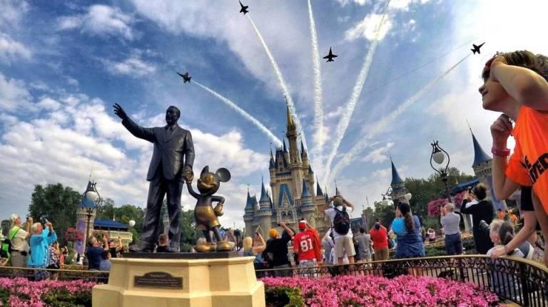 """A """"melhor chefe do mundo"""" levou seus 20 funcionários (e suas famílias) para a Disney"""
