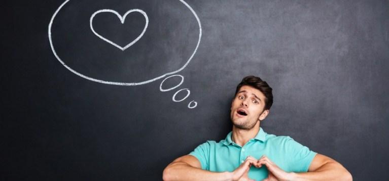 10 sinais de que seu amigo está apaixonado por alguém