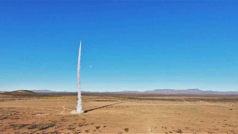 Foguete construído por estudantes chega ao espaço pela primeira vez