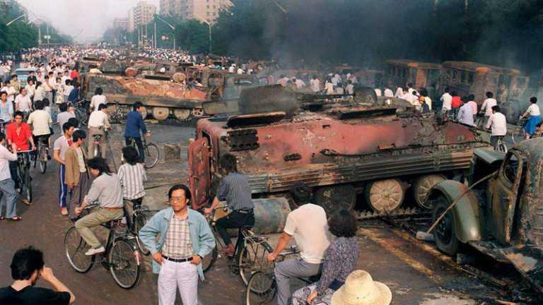 16 imagens do massacre da Praça Tiananmen que a China tentou apagar da História