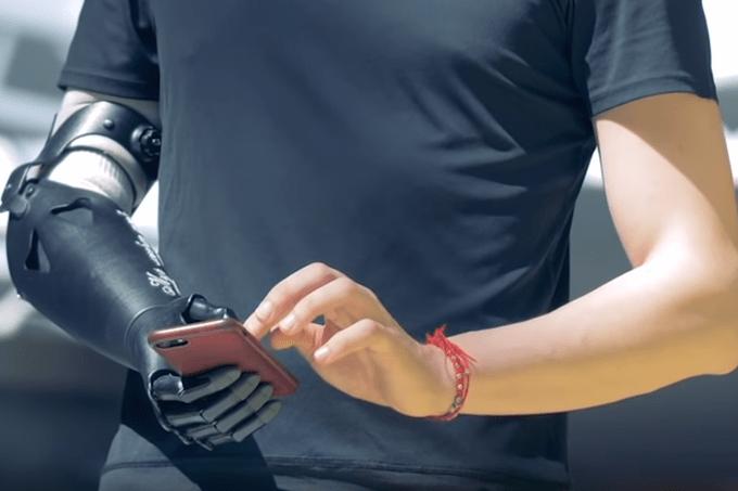 Universidade cria braço robótico controlado apenas pela mente